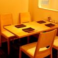 【3名~4名様】ゆったりくつろげるテーブル席。女子会や誕生日会などのグループでのご利用に最適★NET予約もお受付しており、人気のお席のためはやめのご予約がおすすめです。