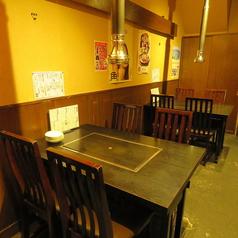 少人数での宴会にはテーブル席をご用意しております♪テーブル席は、補助席も合わせて5名様までお座りいただけます!