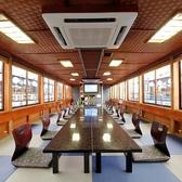 第二平井丸・第二十一平井丸は、テーブル・イス席。お年を召した方や外国人のゲストのおもてなしにも最適です。和の趣を残しつつ、スタイリシュにまとめられた船内です。※ご希望に合わせてお座敷タイプに変更可能
