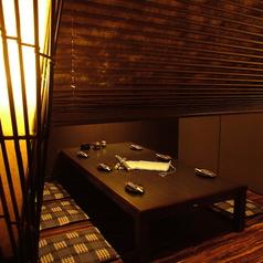パーテーションで仕切られた半個室はプライベート飲みにおすすめでござる!