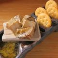 料理メニュー写真カマンベールチーズの藁焼き