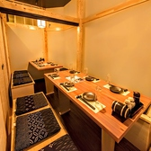 結婚パーティーや二次会の宴会場に最適です。お部屋は全体を見渡せるお店です。ワイワイ騒ぐには貸切が一番でございます。貸切料などは一切ございません。貸切のお客様は金額なども相談して頂ければ幸いです。最大32名様までいったいになって可能!≪完全個室居酒屋 鳥万作 東京八重洲店≫