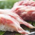 料理メニュー写真大トロ馬肉寿司 〈一貫〉