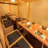 中規模な宴会向き個室はVIPルームのような料亭のような居心地を実感できます。女子会やママ会など綺麗な和室でどうでしょうか?ほりごたつの個室になりますのでゆっくり寛げること間違いなしです!最大35名までご利用可能です!≪完全個室居酒屋 鳥万作 東京八重洲店≫