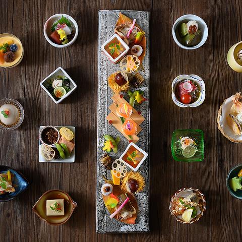 四季折々の味覚を取り入れた本場関西の割烹料理と地上20階の眺望をお楽しみ頂けます。