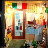 イタリアの旗が目印!雰囲気を盛り上げます