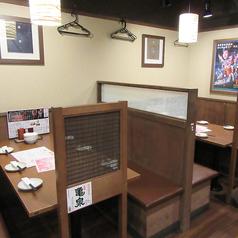 会社帰りにゆっくりお酒を飲みたい気分の時はこんなテーブル席はいかがですか?
