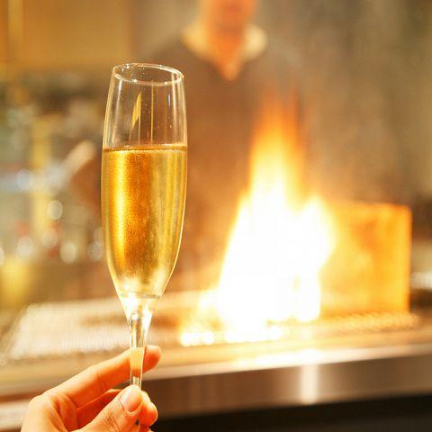 赤ワイン、白ワイン、ロゼなどお客様のお好みに合わせて様々なワインをご用意させていただいております。なかなか手に入らない銘酒から馴染みのあるものまで。バルにぴったりのワインが素敵な夜を彩ります☆