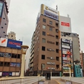 1階がファミリーマートのビル★JR上野駅【浅草口】【徒歩1分】★1階からですと牛丼松屋を過ぎてファミリーマートが1階に入っているのビル★2階からもお入り頂けます★