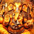 BIGなインドの神様ガネーシャ(ゾウ)の置物が目印!思わず写真を撮ってしまう、異国情緒あふれる入口です。