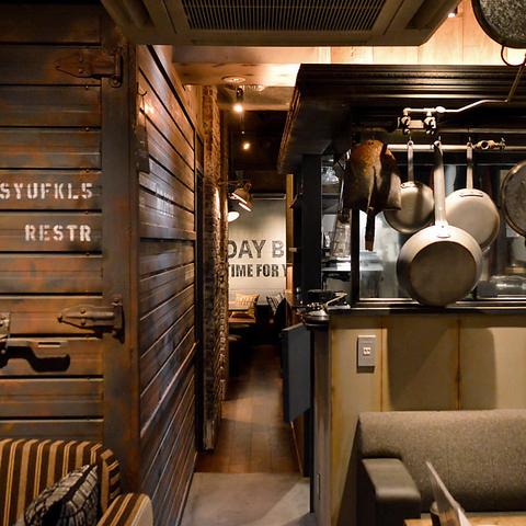 【金山駅南口徒歩2分】オシャレな内観が話題のNYスタイルカフェバル。肉料理が自慢!