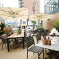 リゾートな雰囲気のテラス席は22席ご用意♪外の風景を見ながら美味しいお料理とお酒をお楽しみください。