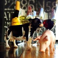 名駅で、赤ワイン&ドリンク★牛と豚がお出迎え♪