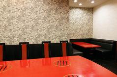 【1階/テーブル席】8名様まで。明るく開放的なテーブル席。普段使いでお食事をお楽しみ頂く際にどうぞ♪