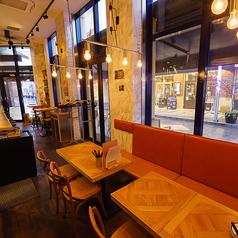 鶏とワイン HANABI ハナビ ラチッタデッラ川崎店の雰囲気1