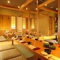 完全個室フロアの『最中乃仲』、仕切りを外せば最大30名様まで収容可能な広い宴会場に。