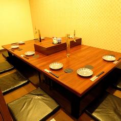 【8名用個室】コの字型の8名用のお部屋です。全体を見回せるので広々ご利用いただけます!2か所サーバーがついてるので自由にご利用いただけます。【鹿児島/騎射場/居酒屋/宴会/飲み放題/単品飲み放題/個室/完全個室/貸切/肉/魚】