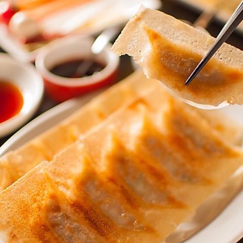 厳選された素材・配合で作り出された餡は旨味と程よい肉汁が口の中に溢れ出します!