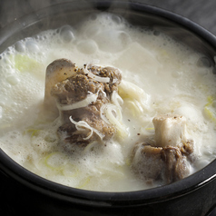 料理メニュー写真こだわりの牛骨コムタンスープ
