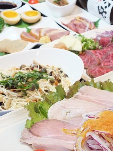 熟成肉、ローストビーフなど自家製スモークもおすすめの逸品です