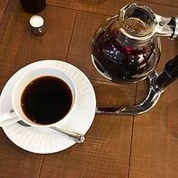 コーヒーマイスターが淹れるこだわりコーヒーが楽しめる