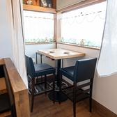 窓際に2名様掛けテーブル2席ご用意ございます♪