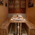 【半個室3部屋完備】木造りで温かみのある店内は落ち着ける雰囲気。2~6名様用半個室3部屋完備しております。女子会などにも便利です。