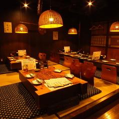 お座敷で鍋を囲む、日本の冬の風物詩。