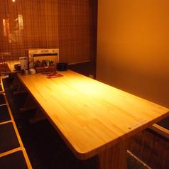 半個室のテーブル席は最大30名様ご利用可能。4~6名様前後の飲み会や、歓送迎会・各種宴会に最適です。