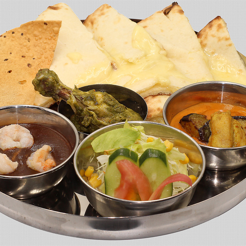 本場インドから取り寄せたフレッシュな香辛料を使用。ヘルシーなインド料理が味わえる