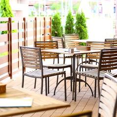 春~秋はテラス席でビアガーデン風にお食事やお酒をお楽しみいただけます♪団体でのご利用も大歓迎!!