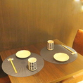 落ち着いた印象の2~4名様用木製テーブル席をご用意しています。