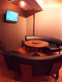 【room】テーブルを囲む形のお洒落なソファー席はおしゃべりも弾む♪ゆったり大人の2次会をどうぞ