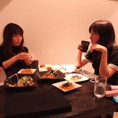 店内奥のテーブルは2、3、4名様用♪女子会・デート・飲み会など、幅広く使えます◎