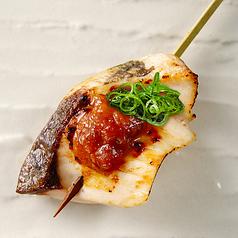 料理メニュー写真海鮮串 サーモンの醤油バター串/本日の鮮魚の炙り串