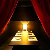 お篭り感満点のカーテン個室
