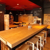 2~8名様向けのハイテーブル席。お洒落なお席でワインと共に自慢のイタリアンをお楽しみください♪女子会や合コンにも最適です。飲み放題付き宴会コースもご用意しております。