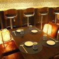 落ち着いた印象の2~4名様用木製テーブル席をご用意しています。テーブルをくっつけてご宴会にもご利用いただけます。