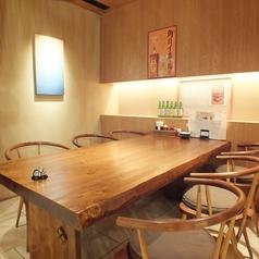 6名様でご利用可能なテーブル席を2卓ご用意。少人数の飲み会にも!