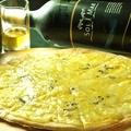 料理メニュー写真3種のチーズピザ
