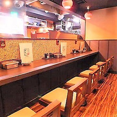 大阪の人情にふれられる、カウンター席もございます!会社帰りにちょい飲みしたくなったら、ぜひお越しください!!アツアツの串カツと、キンキンに冷えたビールでお待ちしております!どうぞお気軽にお立ち寄りくださいませ!!!