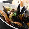 料理メニュー写真ムール貝とお野菜の白ワイン蒸し