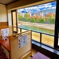 京都の鴨川の四季を一望できる贅沢なお席♪