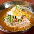 料理メニュー写真本場の韓国冷麺