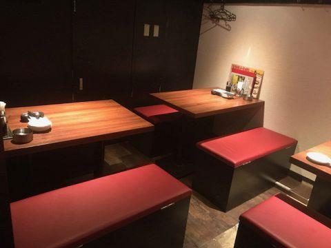 暖色系の光が落ち着くモダンな空間。2名~テーブル又は座敷で楽しめます。【選べる一品付き九州料理コース】3H【飲放】+お料理10品コース4500円⇒3500円※12月は2時間制となります※