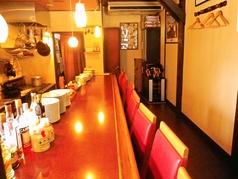 カウンター席はオープンキッチン。オーナーシェフと会話を楽しみながら、ゆっくりじっくりと美味しいお料理を堪能していただけます♪