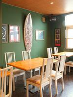 サーファーが集まるカフェ&バー