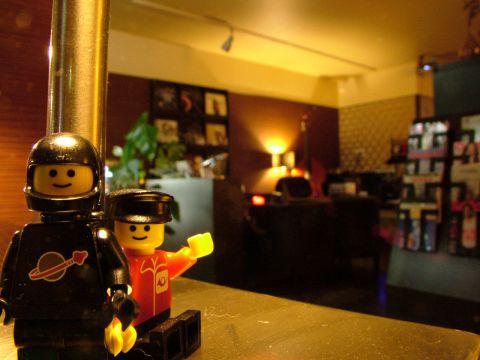 ふかふかソファ席や1人で過ごせるカウンターなど、気軽にナイトカフェが楽しめます!