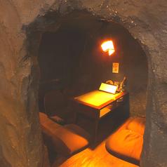 洞窟チックな座敷空間