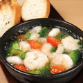 料理メニュー写真海老と野菜のアヒージョ